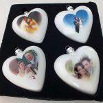 Im Digitaldruck bedruckte Weihnachtskugeln in Herzform