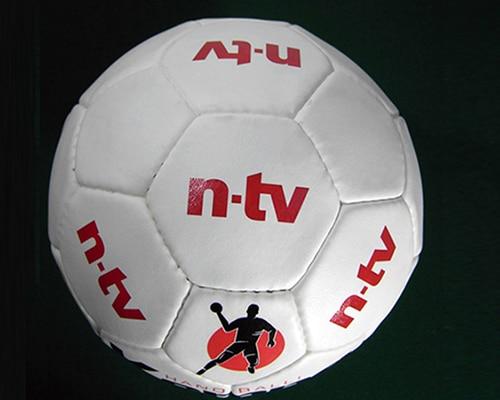 Tampondruck auf Werbe-Handball als Merchandising-Produkt