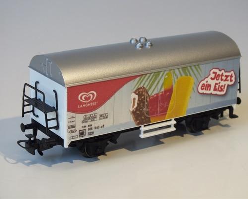 Im Digitaldruck bedruckter Modell-Eisenbahnwaggon
