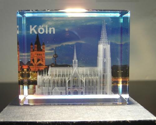 3D-Lasergravur, im Inneren eines Glasblocks