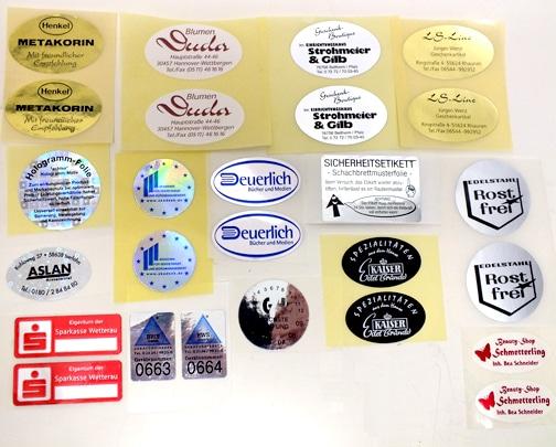Aufwändig veredelte Etiketten oder Etiketten in glänzender Silber- oder Goldoptik