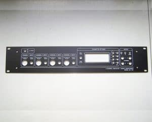 Frontplatten für elektronische Gehäuse, werden im Siebdruck bedruckt.