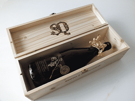 Weinflasche in bedruckter Verpackung, mit Ihrem Wunschmotiv veredelt