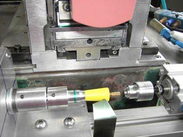 Konischer Industriestecker zum Druck unter Tampondruckmaschine