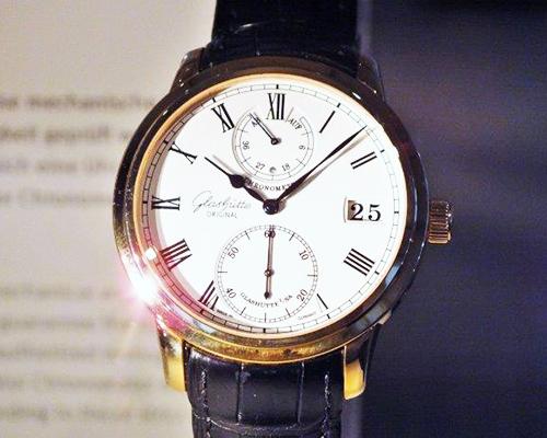 Ziffernblatt einer Uhr im Tampondruck bedruckt