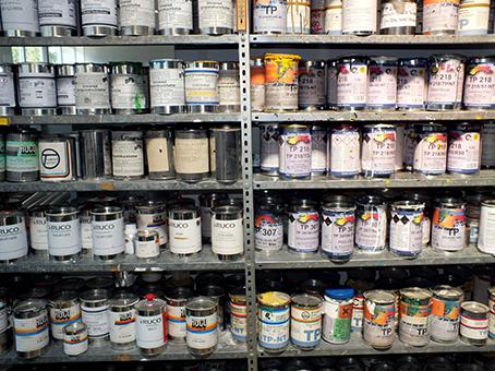 Druckfarbenvarianten haften auf unterschiedlichen Materialien